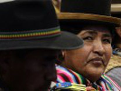 Bolivianos esperam que visita tenha impacto positivo na petição do país ao Chile. Francisco fez discurso criticando consumismo