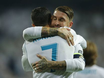 Cristiano Ronaldo e Sergio Ramos comemoram gol do Real Madrid.