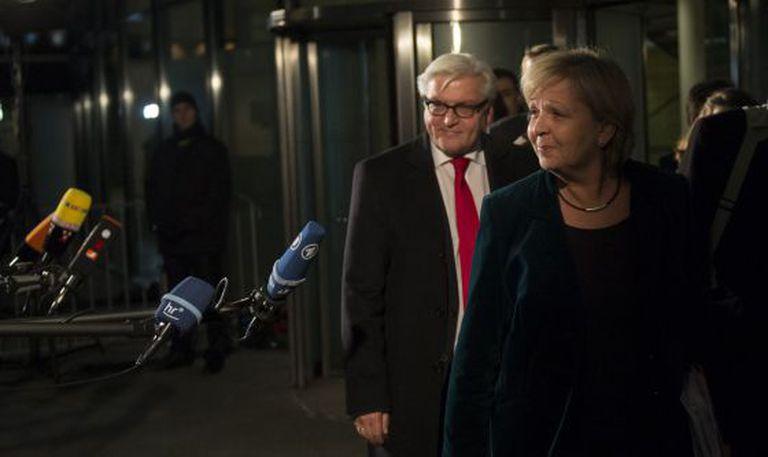Os sociais-democratas Hannelore Kraft e Frank-Walter Steinmeier, após o acordo.