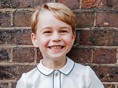 O príncipe George, em uma foto publicada neste domingo em comemoração a seu aniversário.