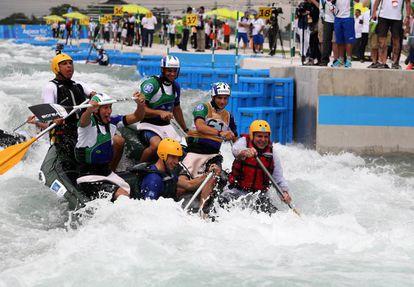 Autoridades do Rio de Janeiro e do Comitê Rio 2016 inauguram Circuito de Canoagem Slalom dos Jogos Olímpicos, em novembro de 2015.