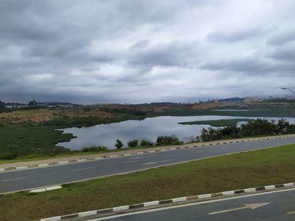 Lagoa de Carapicuíba, na Grande São Paulo: denúncia anônima informava que local serviu para desova de 6 ossadas encontradas em canteiro de obras na capital.