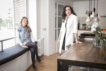 María Clemente (à direta), psicóloga especializada em neurorreabilitação, e Eva, assistente sexual de Tandem Team.