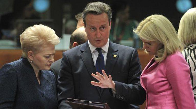 O primeiro-ministro britânico David Cameron com colegas.