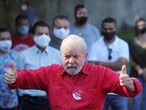 Former Brazil's President Luiz Inacio Lula da Silva gestures after voting at a polling station during the municipal elections in Sao Bernardo do Campo, Brazil, November 15, 2020. REUTERS/Amanda Perobelli