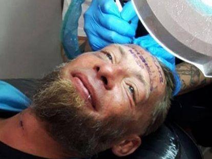 Imagem publicada pelo estúdio de tatuagens no Facebook.