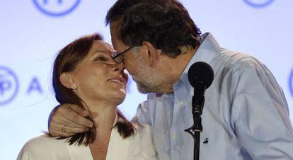 O líder do PP, Mariano Rajoy, e sua mulher, Elvira Fernandez.