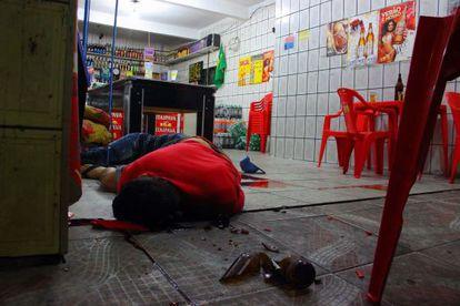 Um dos corpos mortos em bar de Osasco.