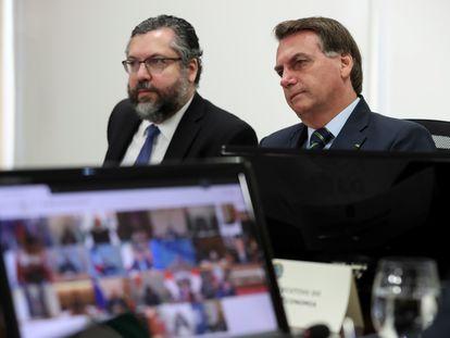O chanceler Ernesto Araújo e o presidente Bolsonaro.