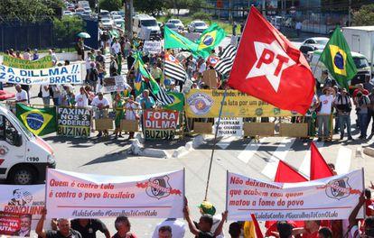 Grupos pró-PT e anti-Governo se reuniram no Fórum.