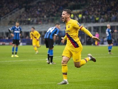 Carles Perez comemora o primeiro gol do Barça contra a Inter.