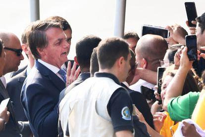 Bolsonaro conversa com militantes no dia 10 de setembro, em Brasília.