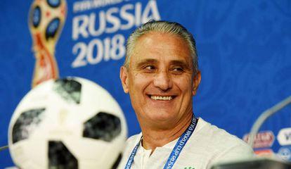 Tite em entrevista coletiva antes da partida contra a Sérvia.