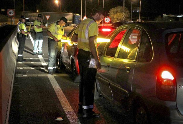 Teste de alcoolemia e drogas na estrada M-100, perto de Algete (Madri).