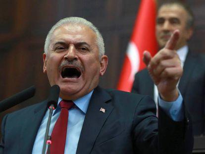 O primeiro-ministro turco, Binali Yildirim, no Parlamento nesta terça-feira.
