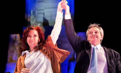 Cristina Fernández de Kirchner e Alberto Fernández no encerramento da campanha em Rosário.
