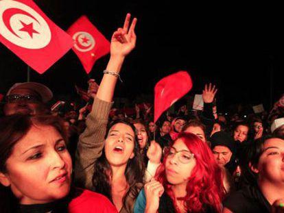 Simpatizantes do Nidaa Tounes celebram a vitória, no domingo.