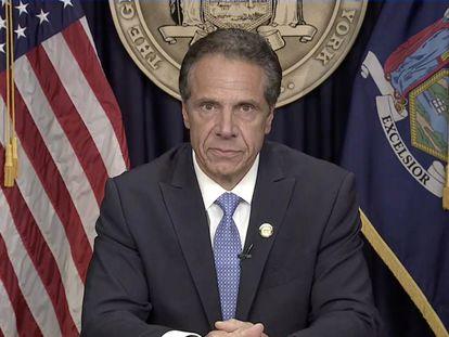 O democrata Andrew Cuomo em seu gabinete durante o pronunciamento em que anunciou sua renúncia ao cargo de governador de Nova York.