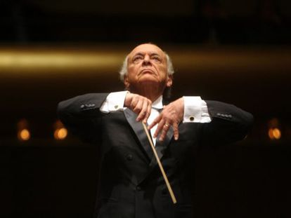 Lorin Maazel, regendo a Filarmônica de Nova York.