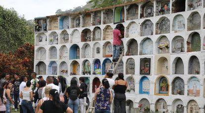 O túmulo dee Edison Lexander Lezcano, primeiro corpo identificado pela Justiça Especial para a Paz, em Dabeiba.
