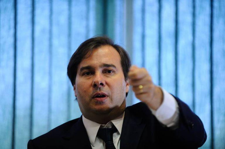 O deputado Rodrigo Maia em seu gabinete na Câmara.