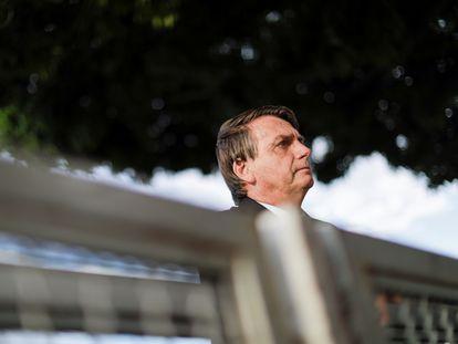 O presidente Jair Bolsonaro na entrada do Palácio Alvorada no dia 10 de março.