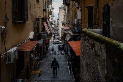 Imagem das ruas de Nápoles, cidade onde são ambientados os romances de Ferrante.