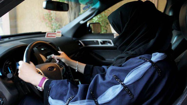 Mulher ao volante, em Riad