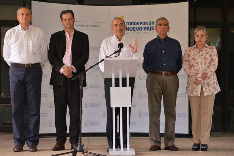 A equipe de negociação do Governo da Colômbia.