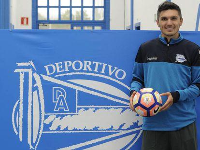 Daniel Torres no centro de treinamento do Alavés.