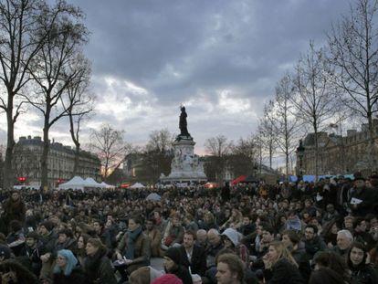 Protesto na Praça da República de Paris.