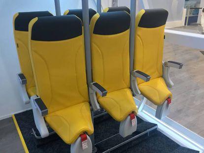 Os assentos para empresas 'low cost' apresentados pela italiana Aviointeriors.