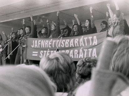 Manifestação feminista durante o 'dia de folga das mulheres', em 24 de outubro de 1975, em Reykjavík (Islândia).