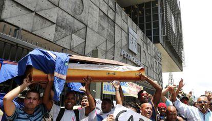 Protesto de funcionários terceirizados da Petrobras.