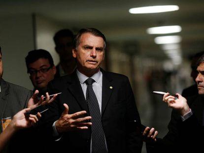 Candidato à Presidência Jair Bolsonaro em coletiva no Congresso.