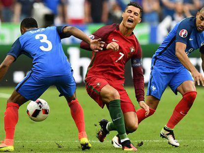Cristiano depois de sofrer a entrada de Payet.