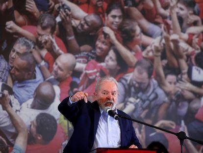 O ex-presidente Luiz Inácio da Silva discursa em São Bernardo nesta quarta.