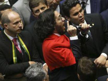 Jean Wyllys no dia da votação da abertura do processo de impeachment.