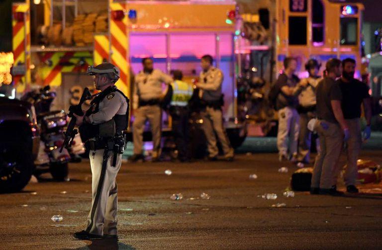 Policiais no local do tiroteio em Las Vegas.
