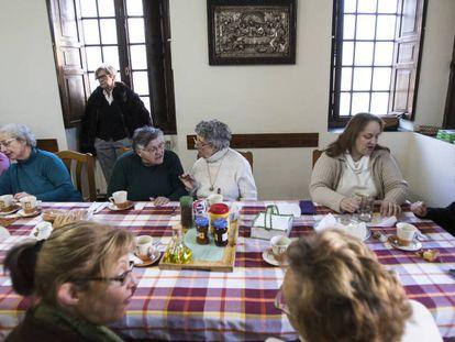 Participantes no projeto para combater a solidão no convento de San Francisco de Betanzos (La Coruña)