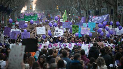Manifestação do ano passado levou milhares de mulheres às ruas de Barcelona.