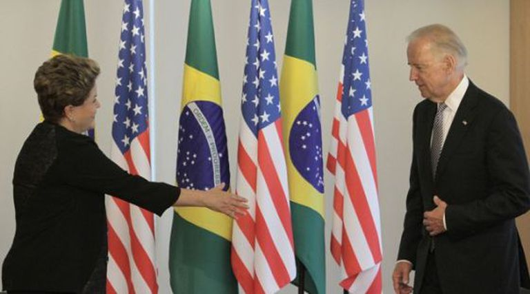 Dilma Rousseff e Joe Biden em Brasília em maio de 2013.