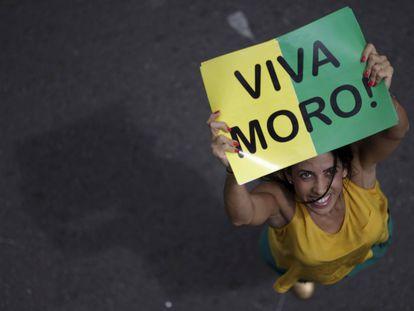 Manifestante durante ato contra o Governo Dilma Rousseff, neste domingo em Brasília.