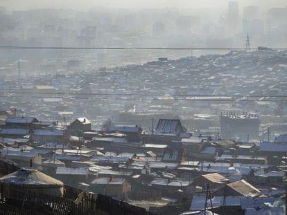 A poluição que cobre Ulan Bator na periferia de 'gers'.