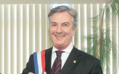 O senador Collor.
