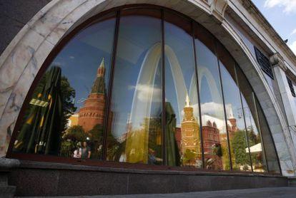 Fachada do de McDonald's em Moscou.