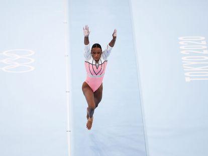 Rebeca Andrade conquista a medalha de ouro no salto nos Jogos Olímpicos Tóquio 2020.