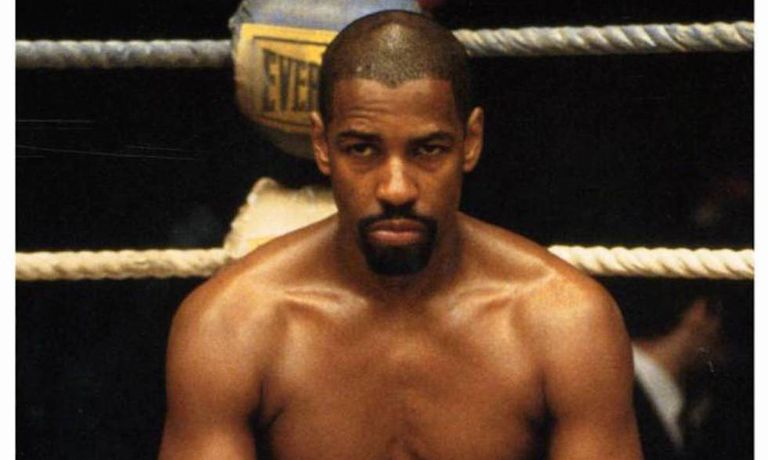 Denzel Washington interpretando o boxeador 'Hurricane' Carter, no filme que leva o mesmo nome (1999).