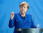 Berlin (Germany).- German Chancellor Angela Merkel gives a statement after a Corona Cabinet Meeting in Berlin, Germany, 20 April 2020. Countries around the world are taking increased measures to stem the widespread of the SARS-CoV-2 coronavirus which causes the Covid-19 disease. (Alemania) EFE/EPA/ANDREAS GORA / POOL