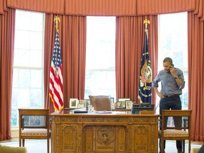O presidente dos EUA fala por telefone com Putin.